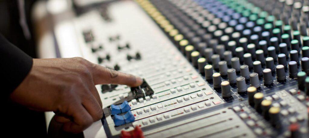 32 channel Audio Mixer