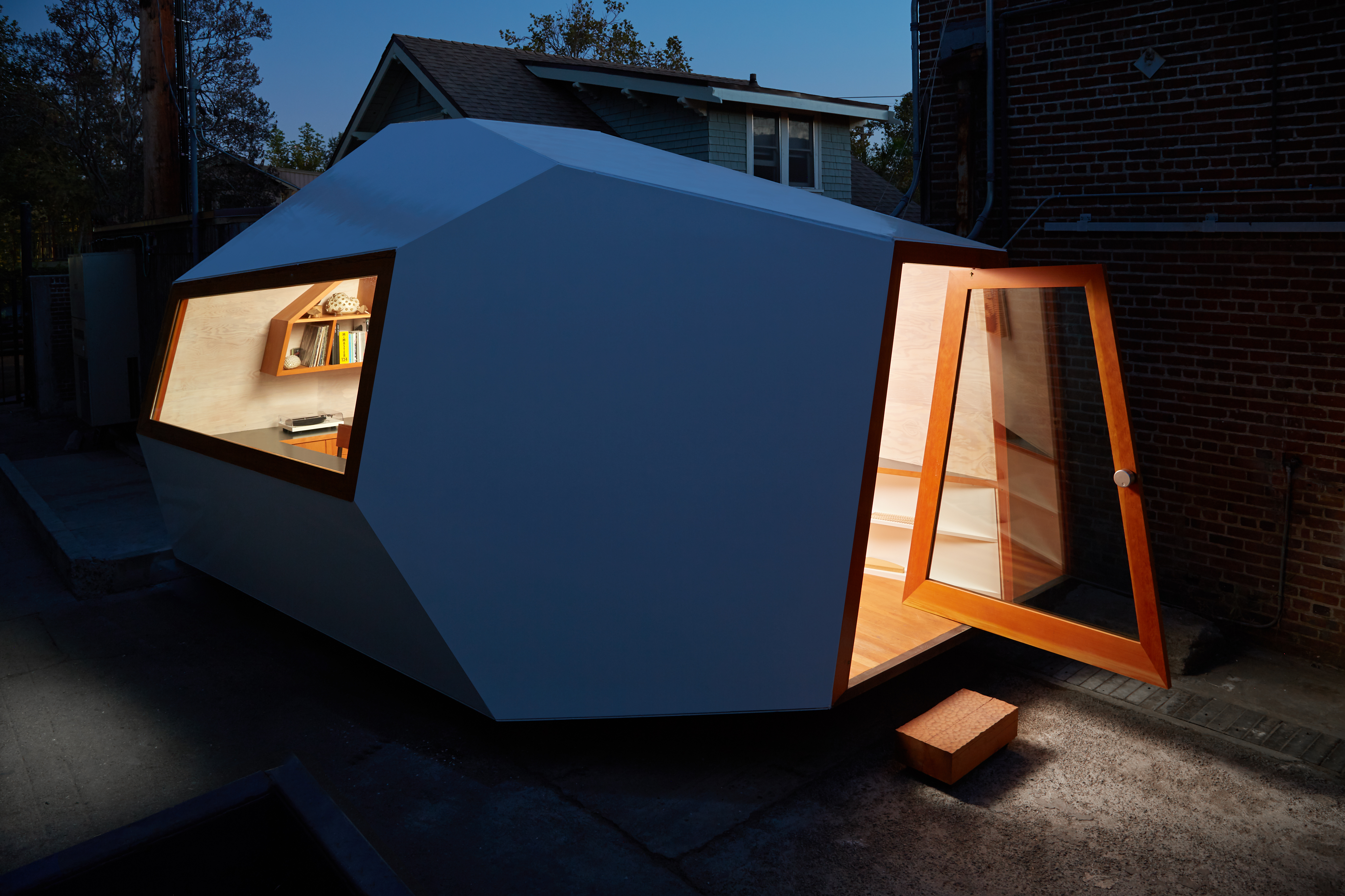 Tiny moveable office packs spacious design in small package